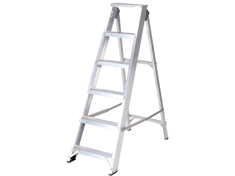 Builders swingback stepladder