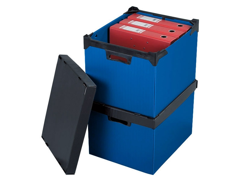 Plastic stacking boxes with handles