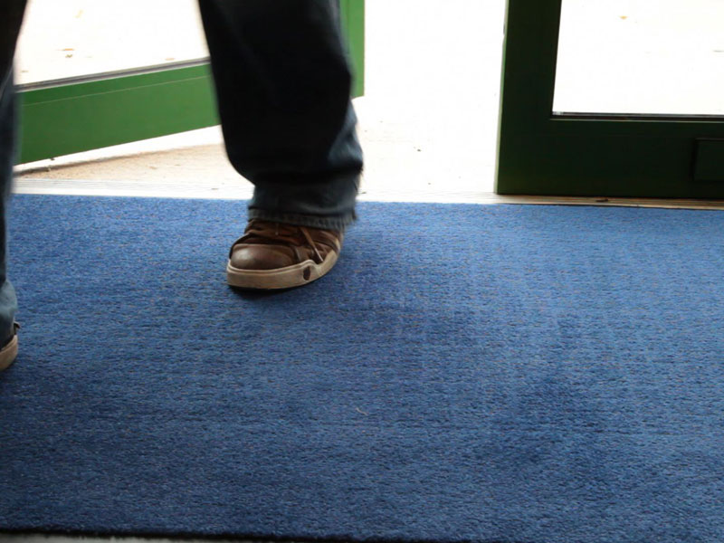 Quick drying and crush resistant floor matting