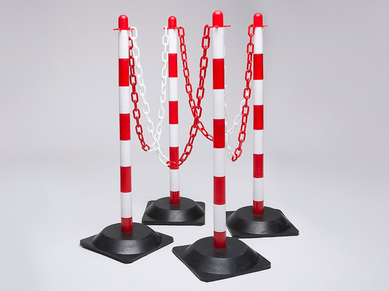Rubber Base Red and White 4 Post Plastic Chain Kit